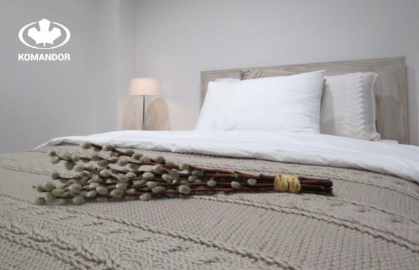 łóżko ozdobione na wielkanoc
