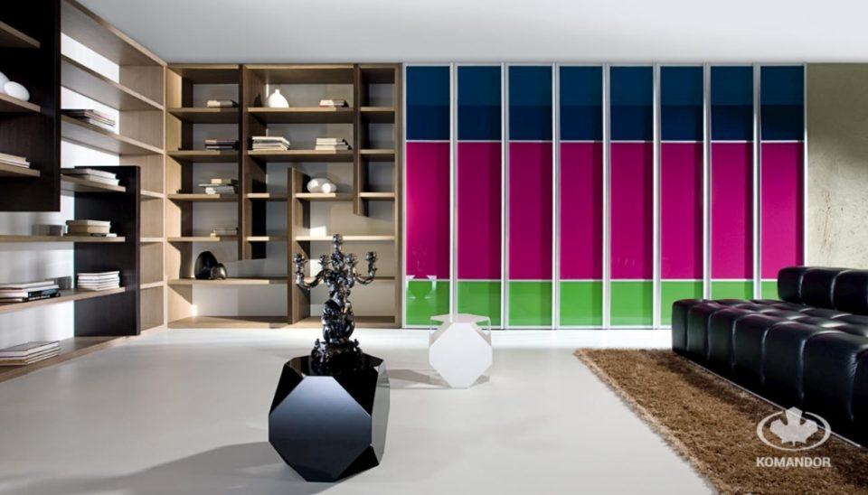Nowoczesna biblioteczka domowa w salonie jako półki