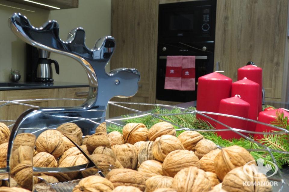 Ergonomiczna kuchnia - zabudowa kuchenna Komandor w klimacie świąt