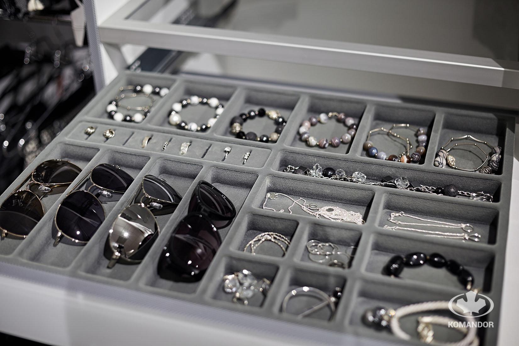 Komandor - wkłady do szuflad jako akcesoria do szafy