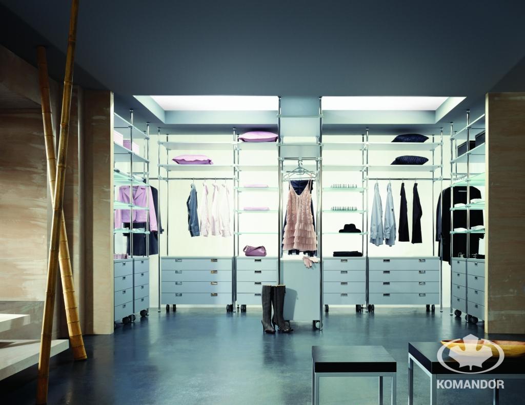 To jak powinna wyglądać garderoba, zależy od potrzeb użytkownika - garderoba Komandor w systemie rurowym