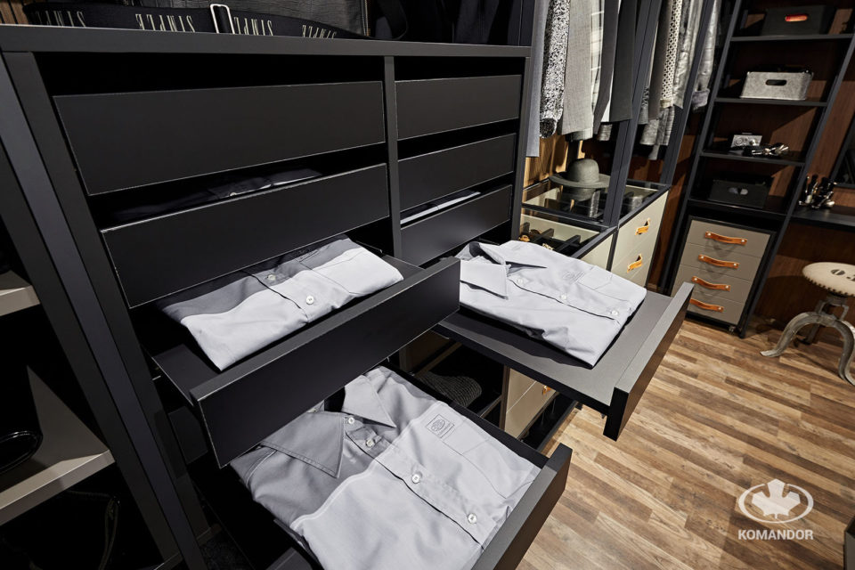 Wysuwne półki na koszule męskie