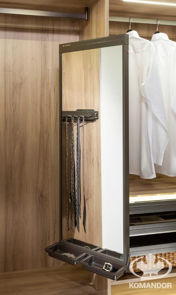 Komandor - lustro do szafy z linii akcesoriów Mocca - eleganckie i bardzo praktyczne