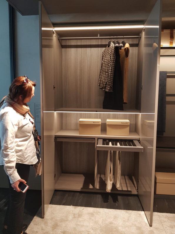 Targi wnętrz Mediolan 2018 - funkcjonalnie urządzona strefa przechowywania, wyposażona w praktyczne akcesoria