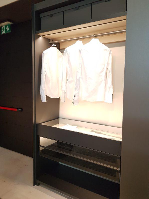 Targi wnętrz Mediolan 2018 - oświetlenie wewnątrz mebla dodaje mu elegancji i jest bardzo praktyczne