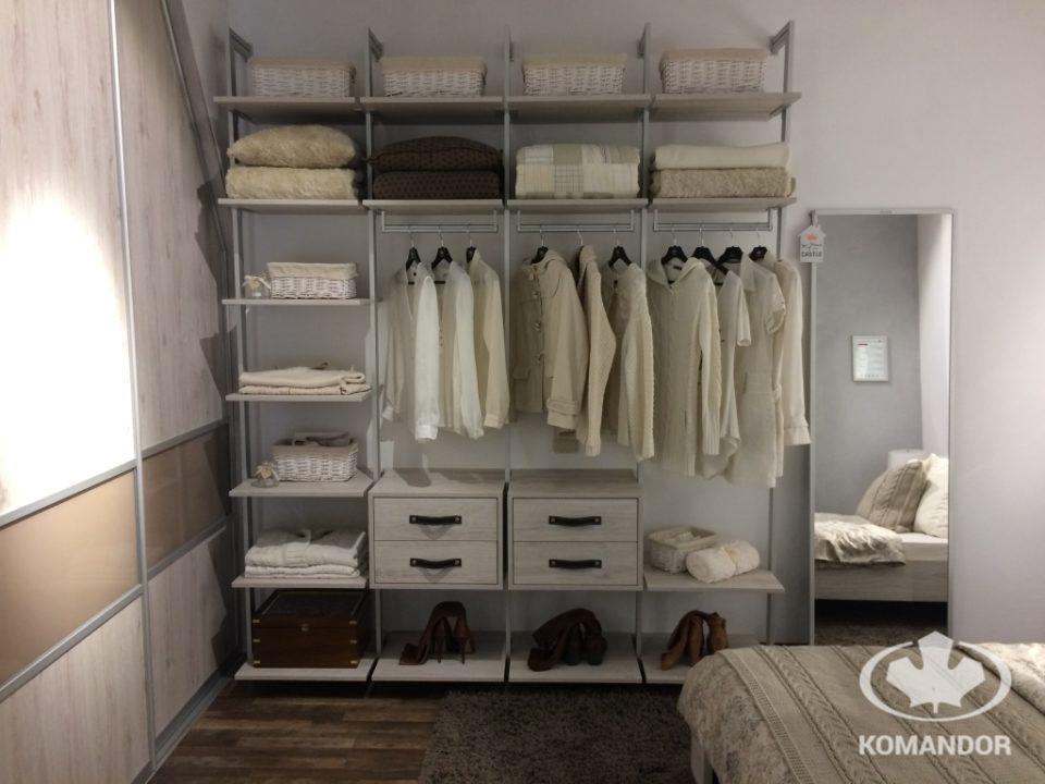 System orto i garderoba w kolorze białym