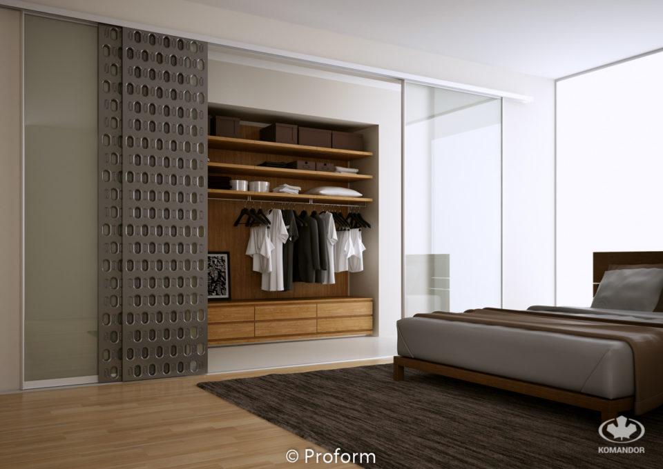 Otwarta drewniana szafa KOMANDOR