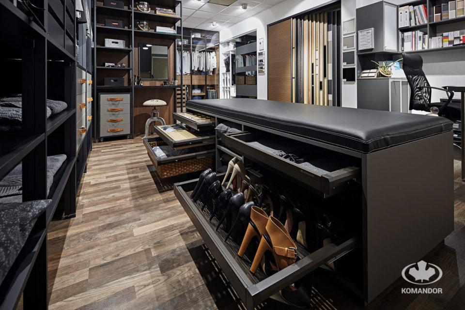 ażurowe półki do przechowywania obuwia