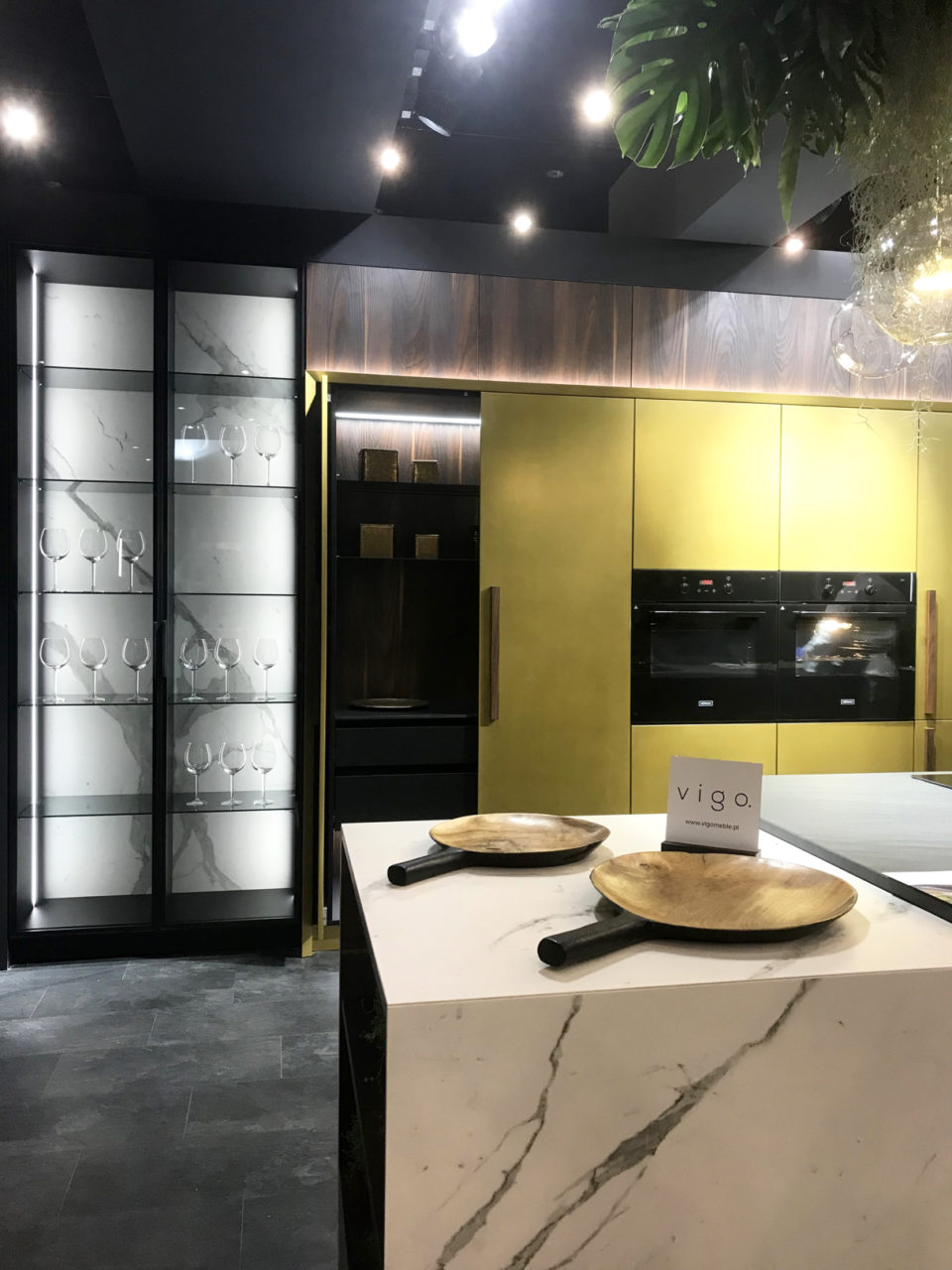 Szklana witryna w kuchni