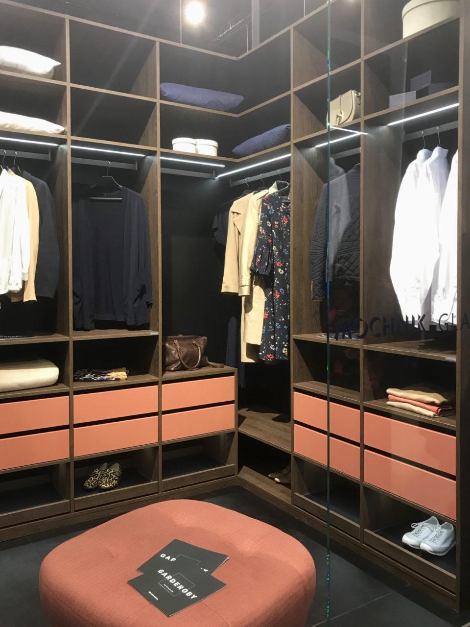 Garderoba Komandor z najmodniejszym kolorem 2019